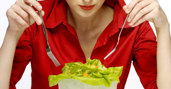 strange table manners: don't cut your salad