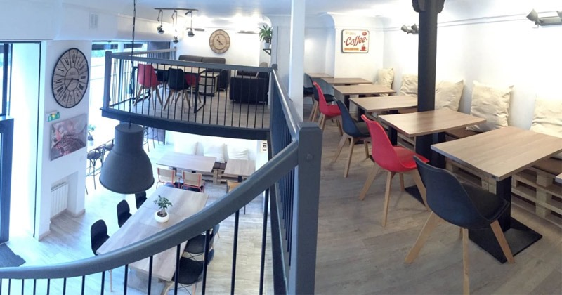 HUBSY: is a peaceful pay by the hour co-working cafe space in Paris with plenty of snacks and hot drinks