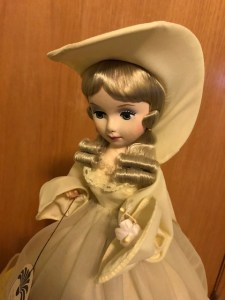 A yellow Bradley Dolls doll face