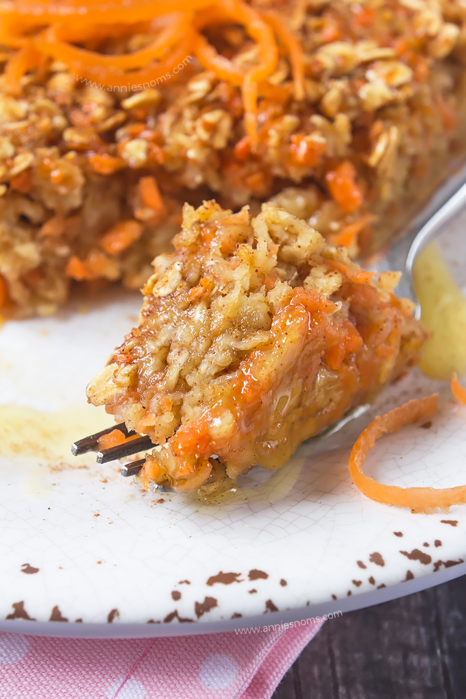 My make-ahead Carrot Cake Baked Oatmeal is the perfect breakfast for Easter! With all the flavours of carrot cake and hearty oats, this will keep you full until lunch and fool your taste buds into thinking you're eating cake for breakfast!