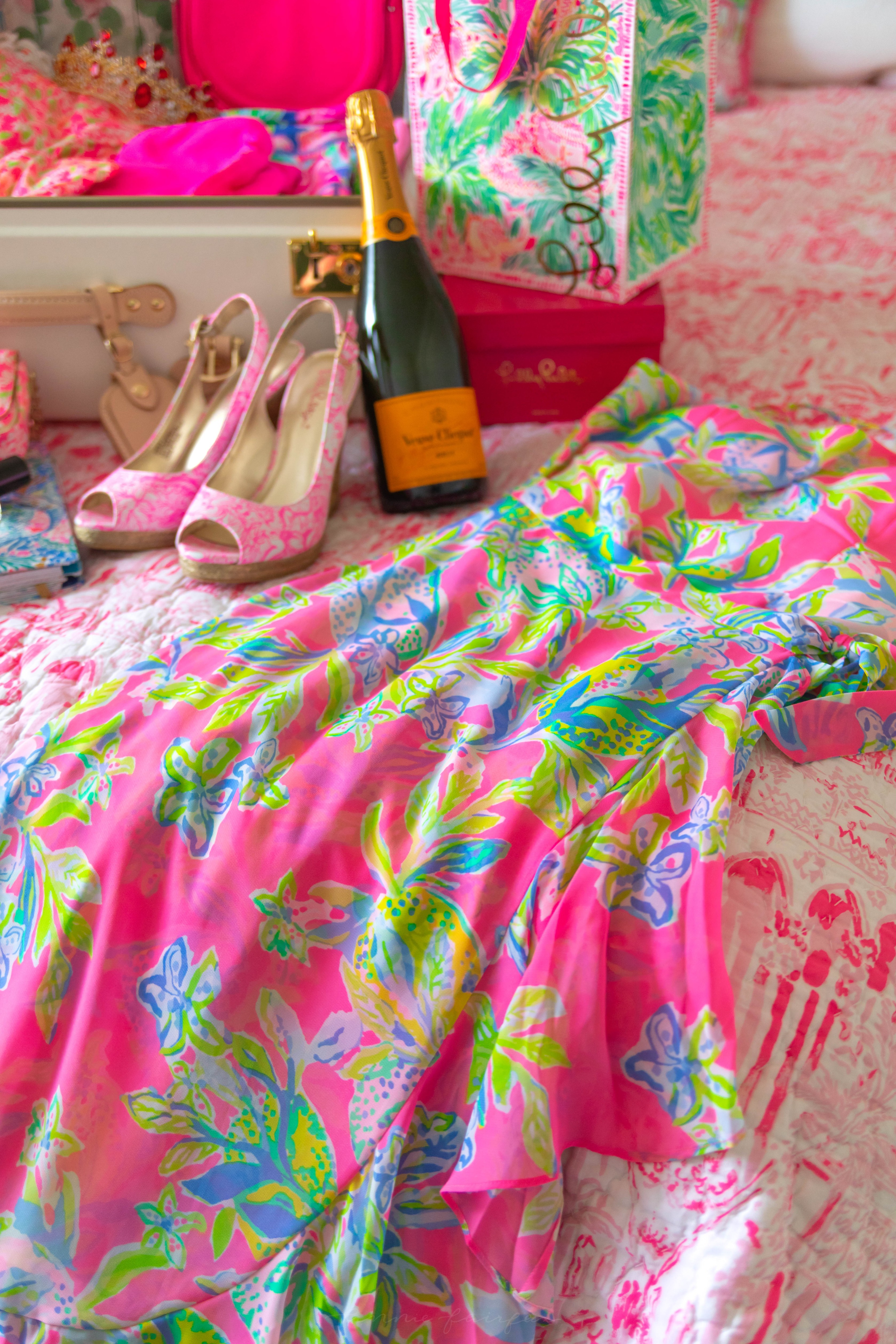 4e7322736edb4d What to Pack for a Spring Getaway with Lilly Pulitzer Veuve Clicquot  Champagne Spring Packing Ideas