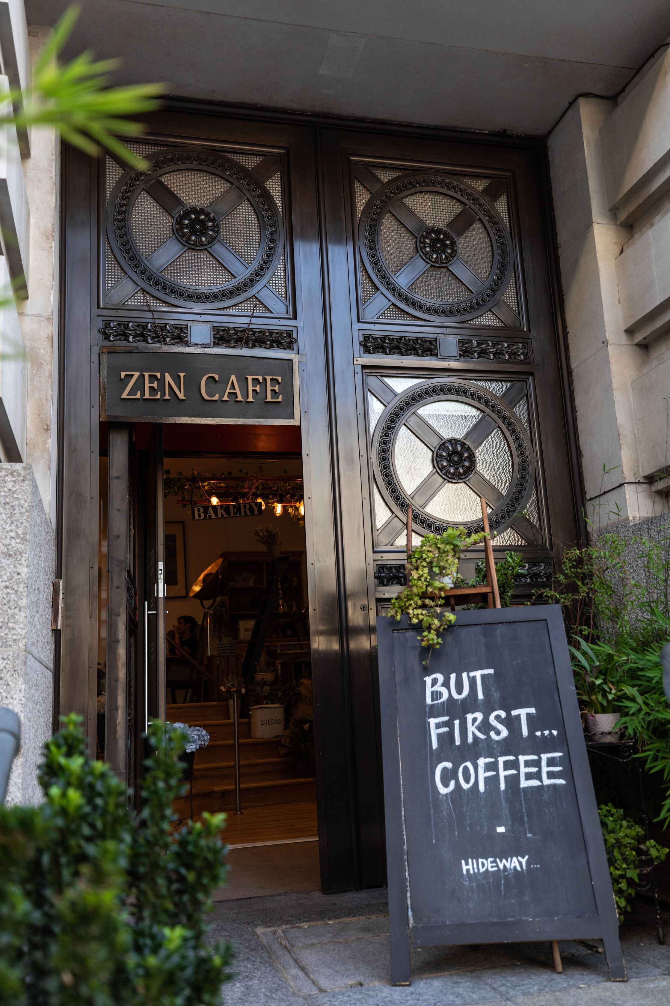 Zen Café London City Guide the Official Travel Guide of London, England