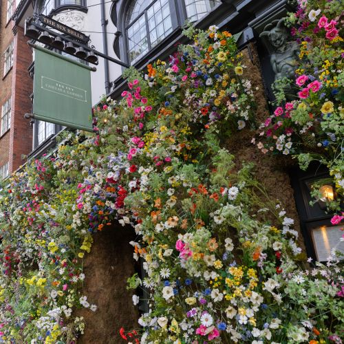 The Ivy Chelsea Chic Dining in London Fine Dining Brunch Lunch and Dinner in London England Luxury Restaurants of the World