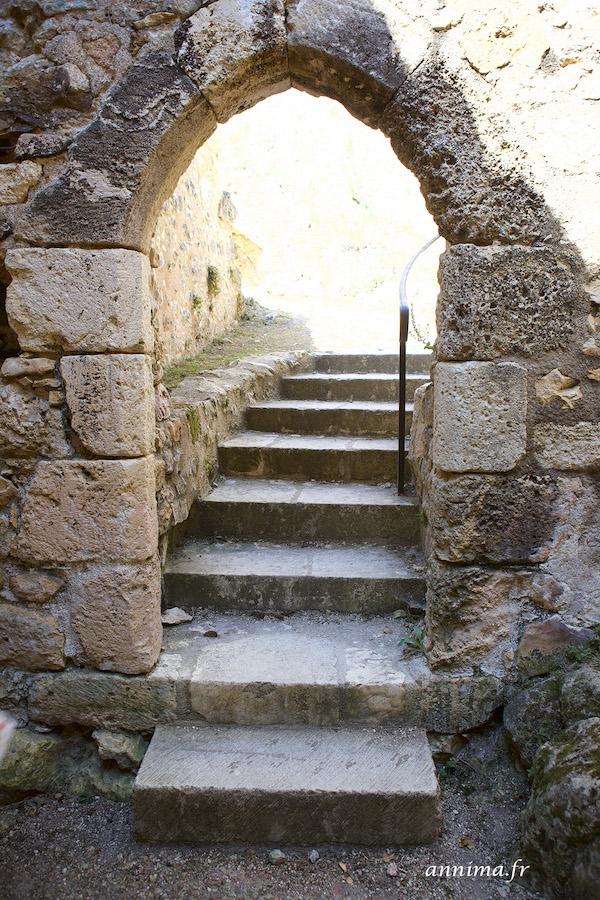 La forteresse d'Angles sur l'Anglin et le Roc aux sorciers