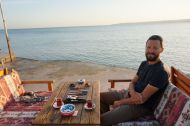 Backgammon and çay by the sea