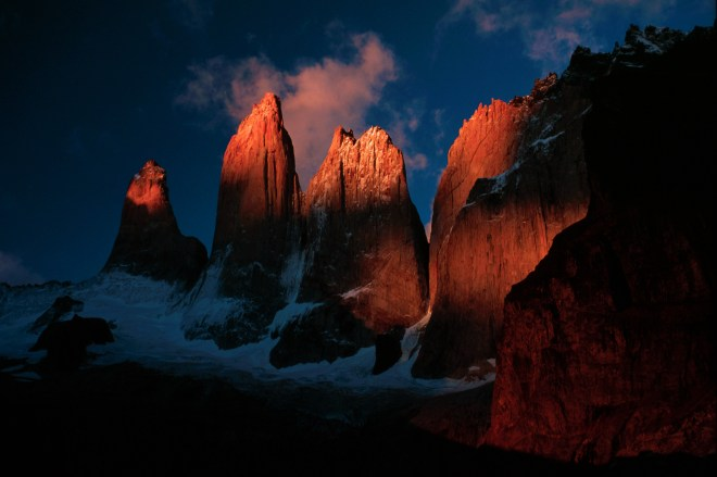 Torres_del_paine_at_sunrise_full_res