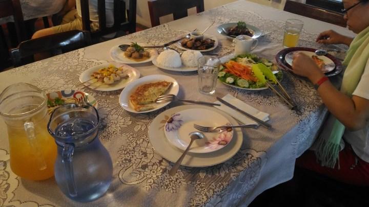 No molestar. Estoy comiendo. (Do not disturb. I am eating.) #TeamTakotMagutom