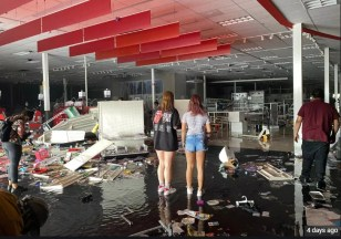 A Minneapolis Target store was destroyed.Twitter/@taylr Read more at: https://www.businessinsider.in/retail/news/a-minneapolis-target-store-was-destroyed-by-looting-photos-show-the-flooded-remains-/slidelist/76099820.cms?utm_source=contentofinterest&utm_medium=text&utm_campaign=cppst