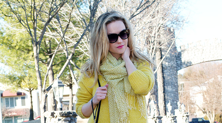 Spring Style by fashion blogger AnnRobieFashion: Yellow chunky oversized sweater and jeans