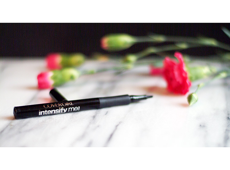 Beauty reviews by style blogger AnnRobieFashion: Covergirl Intensify Me Liquid Eyeliner, 300 Intense Black