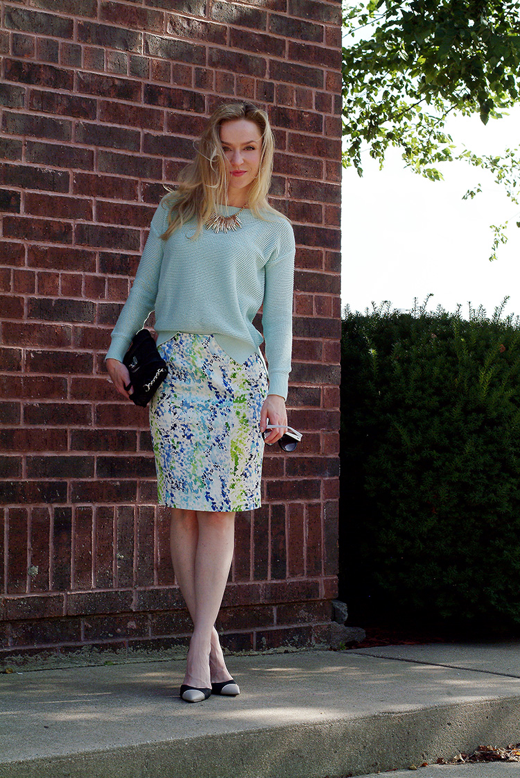 Outfit-Ideas-for-Petites-by-style-blogger-AnnRobieFashion-Turquoise-Sweater-LOFT-&-Short-Multi-Colored-Skirt-Ann-Taylor-4