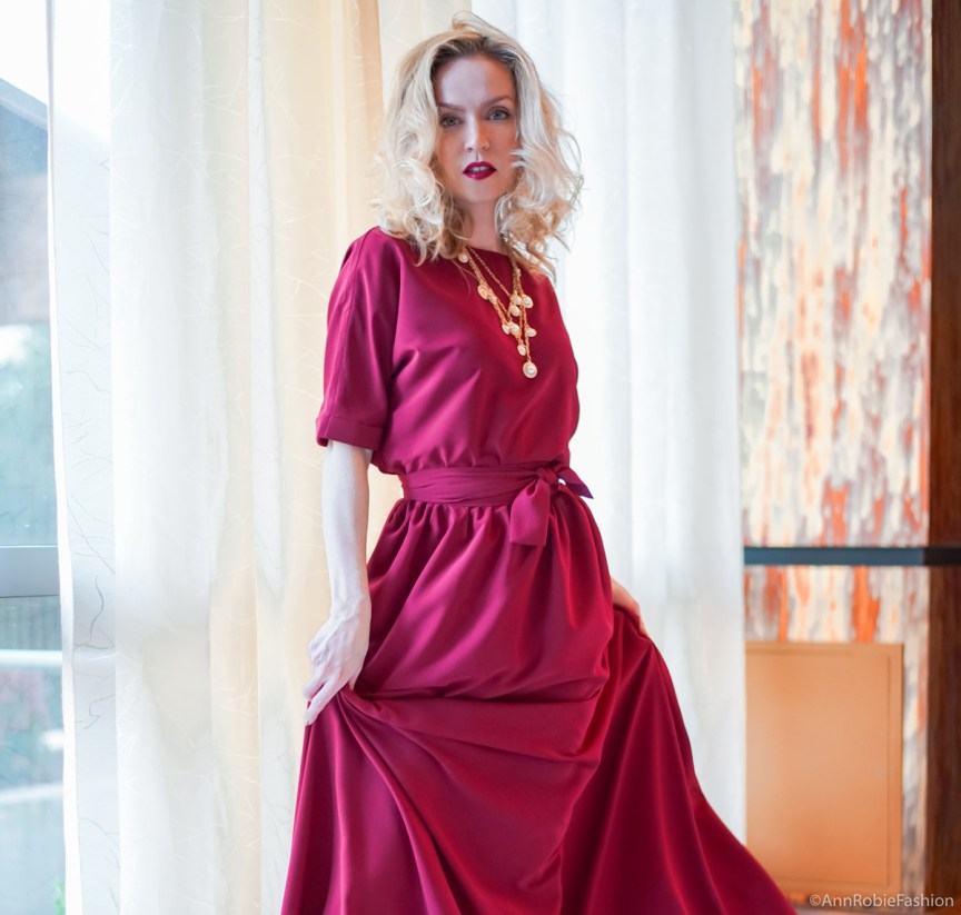 Stunning red (maroon) maxi dress by petite style blogger AnnRobieFashion