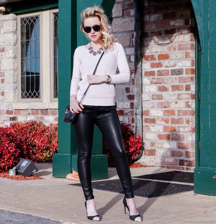 Pale pink & black leather outfit: Pale pink sweater Ann Taylor, skinny leather pants Banana Republic - outfit by petite style blogger AnnRobieFashion