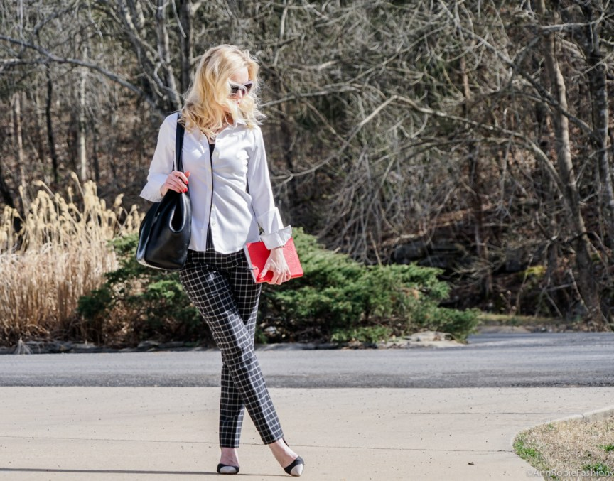 Black & White office look: Plaid pants Ann Taylor, white shirt Banana Republic, heels Calvin Klein - outfit by petite style blogger AnnRobieFashion