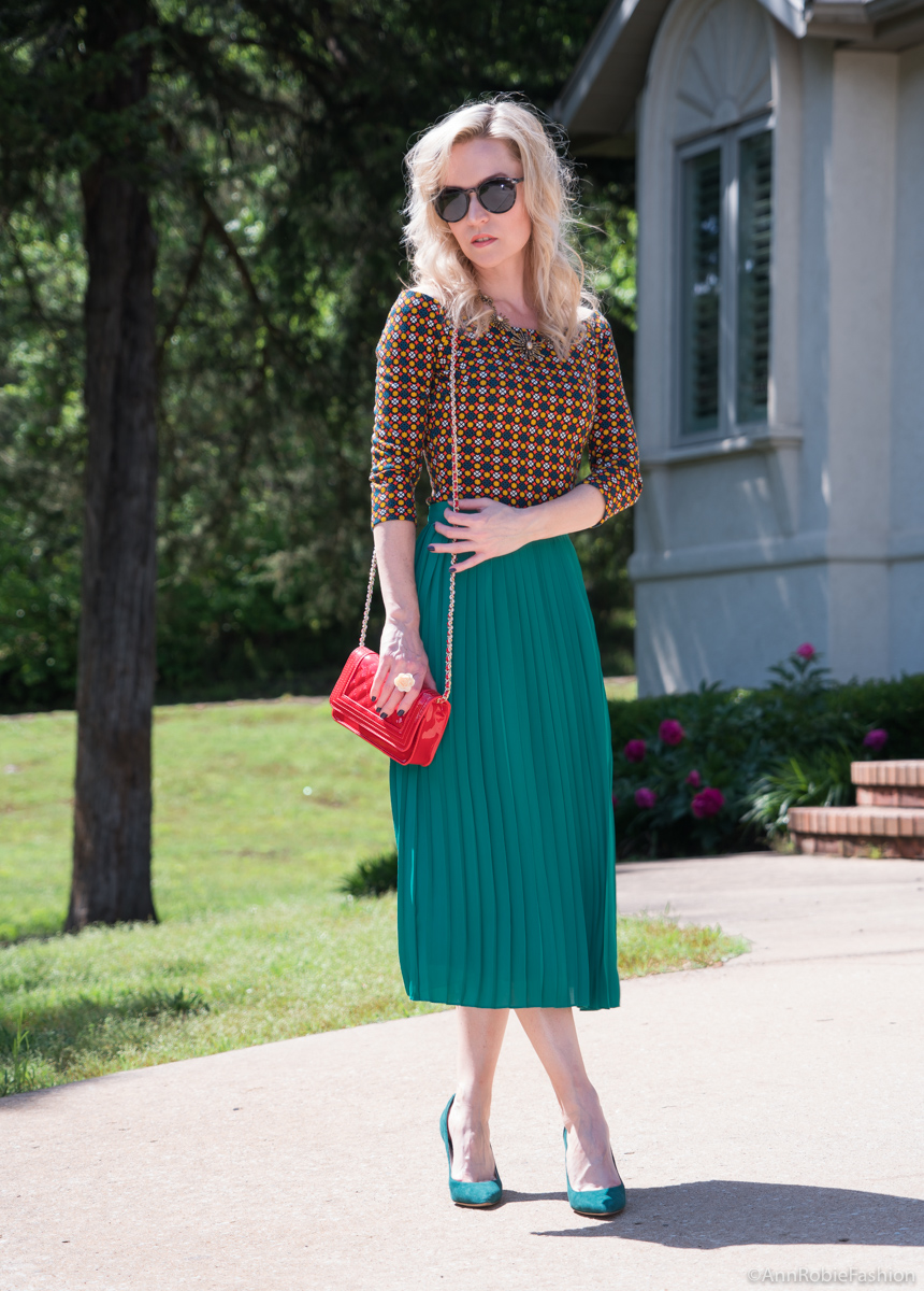 How to wear pleated midi skirt:Green midi pleated skirt, off-shoulder top, red cross-body bag - summer outfit by petite style blogger AnnRobieFashion