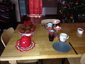 04 breakfast table