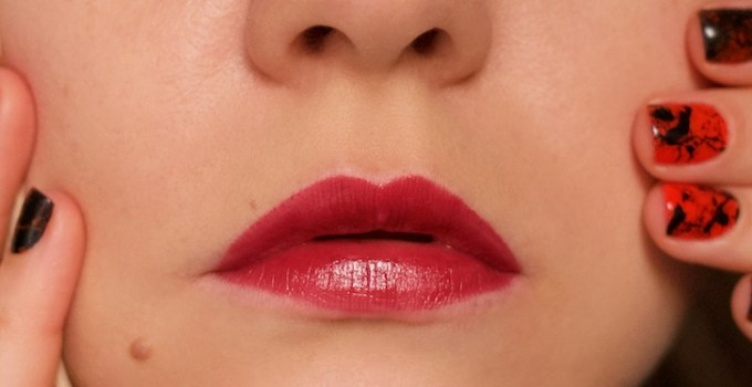 Dior Rouge 977 Pied-de-Poule swatches lips