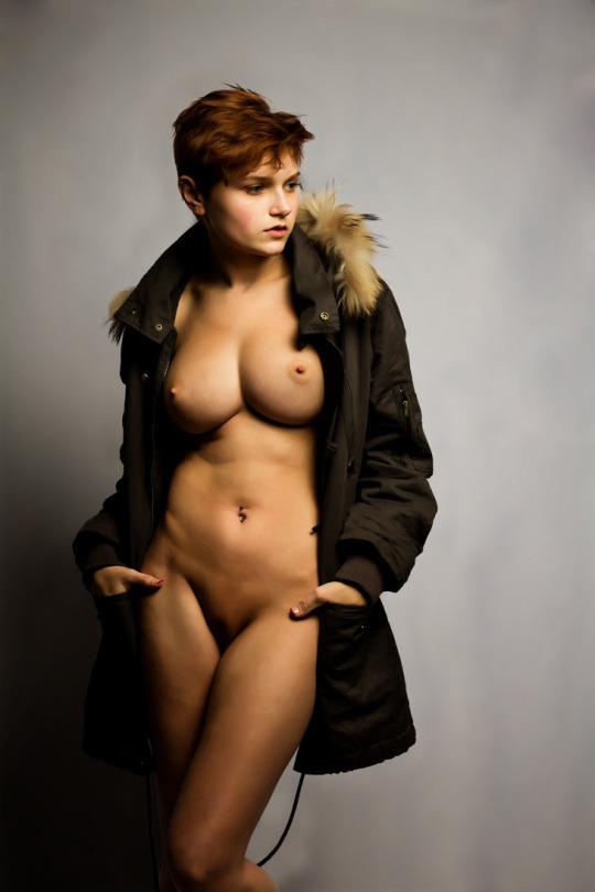 fille sexy nue en doudoune