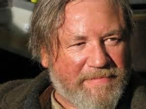 Riordan Pub's Keeper (Ray Winstone)
