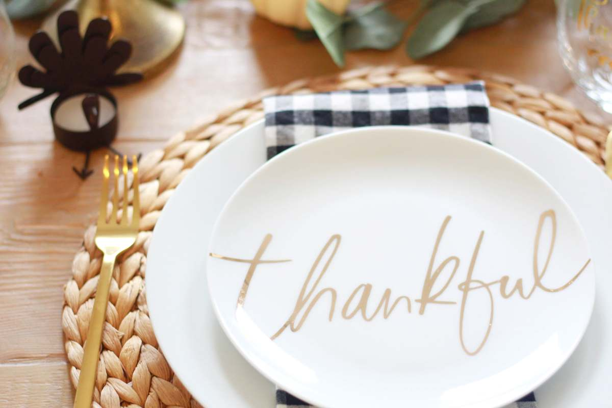 An Elegant Yet Modern Thanksgiving Tablescape