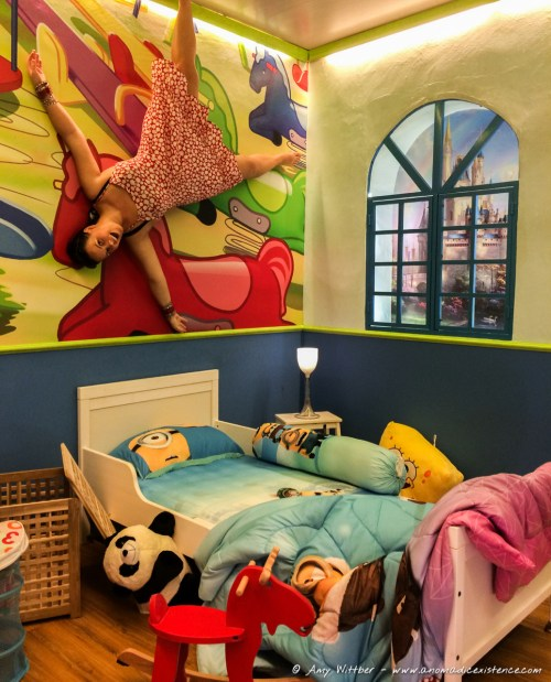 If I was a kid, and I woke up to see this... I'd never sleep in that bed again...