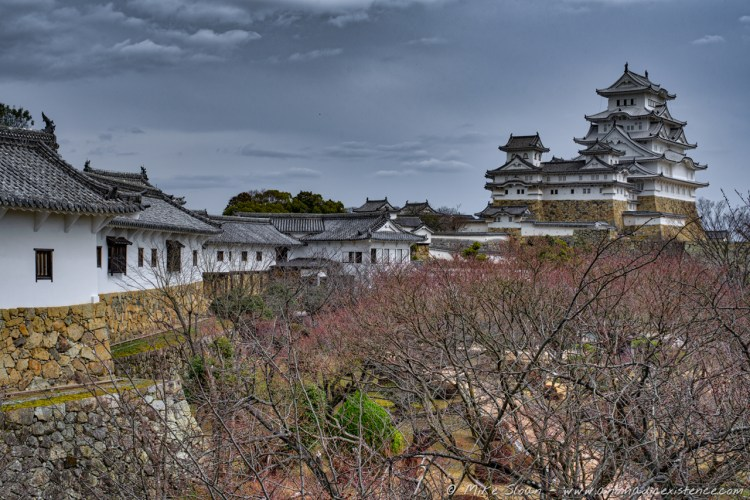 Himeji-jo's sprawling grounds, with numerous walls, gates, corridors, towers and keeps...