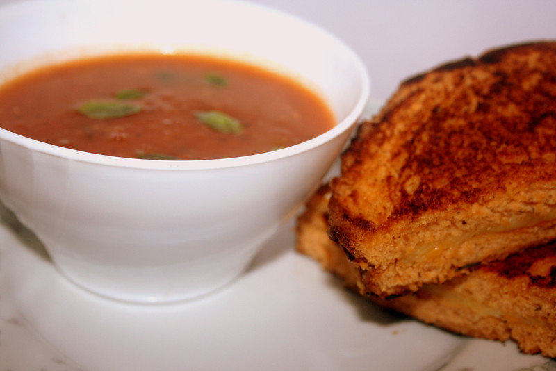 Roasted tomato and garlic soup with grilled cheese s/w