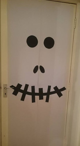 mummy-door-decoration