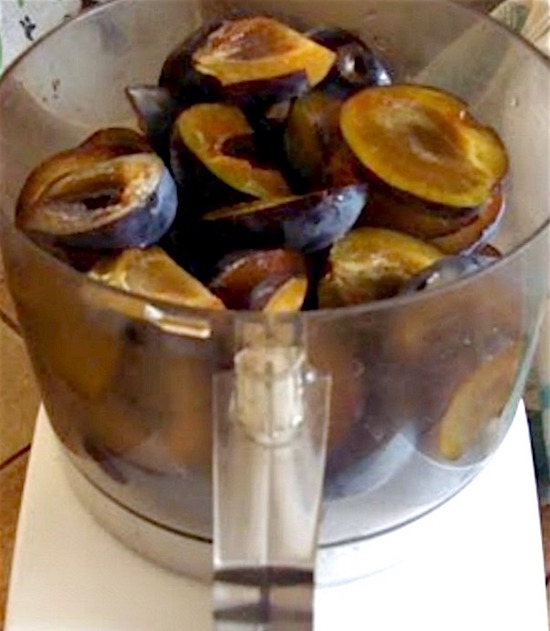 Making canned Plum Sauce with a food processor