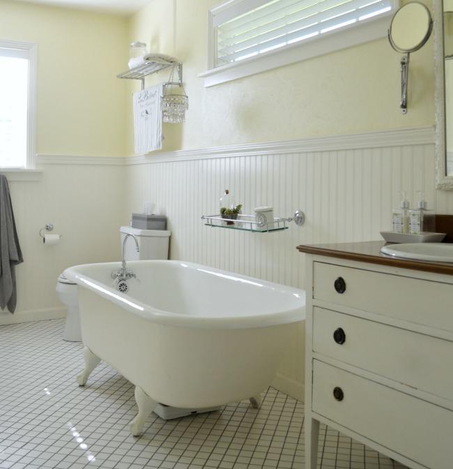 Cottage-Farmhouse Master Bath with clawfoot tub