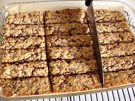 Healthy baked granola bars