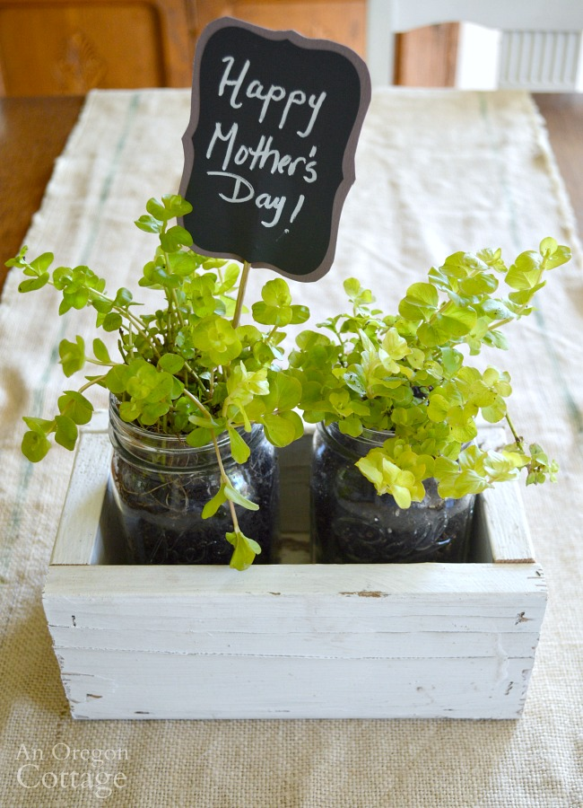 DIY Reclaimed Wood Box-Mason Jar Mother's Day gift
