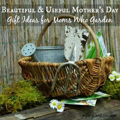 Gift ideas for mom's who garden at Simplify Live Love
