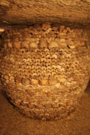 paris-catacombs-10-skull-tower