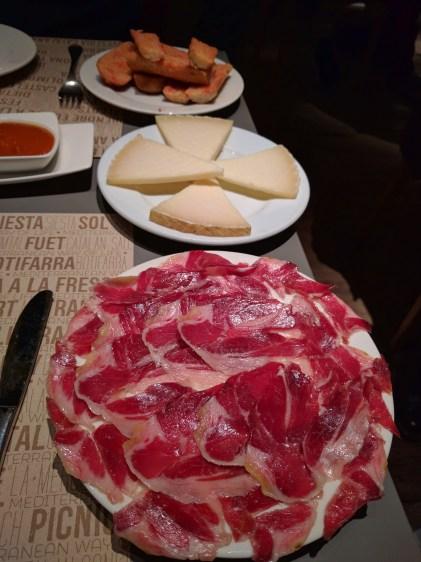 barcelona-weekend-spanish-ham-manchego