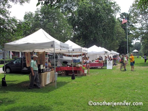 You can find a farmer's market on Tuesdays and Fridays on the Brunswick Mall in the summer and concerts in the gazebo on Wednesday evenings. In the winter, the town floods the mall and creates an ice rink.