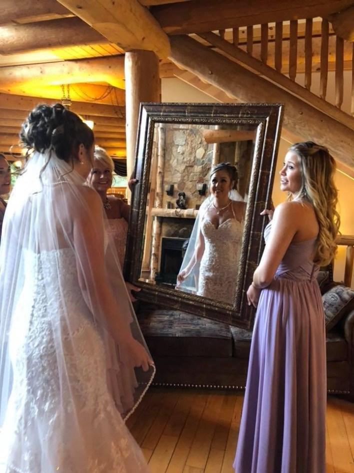 Brides First Look Wedding Photo Ideas