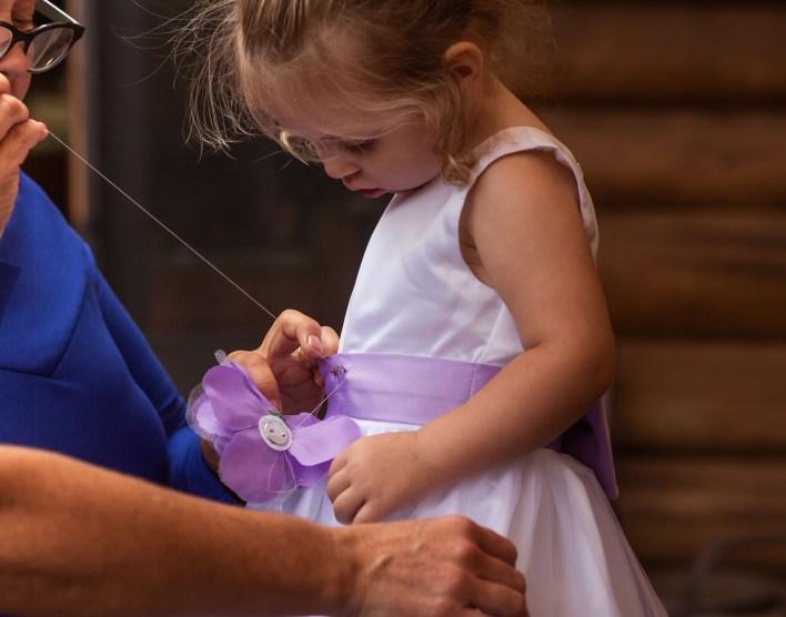 Grandma And Flower Girl Cute Wedding Photo Ideas