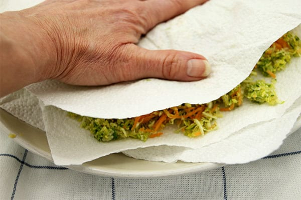 veggie ball vegetables being pressed between 2 paper towels