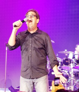 Huey Lewis singing