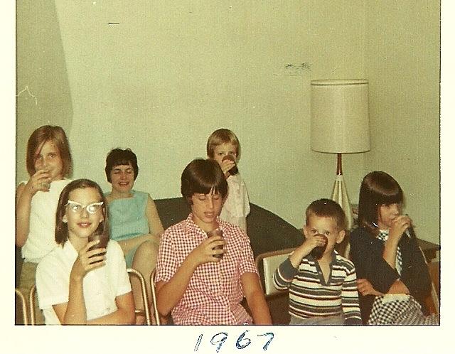 Donna, Joan, Vince, Carol, Sharon, Mom,and Elaine