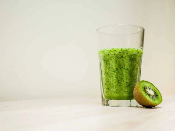 michal-grosicki-green-smoothie-superfood-photo