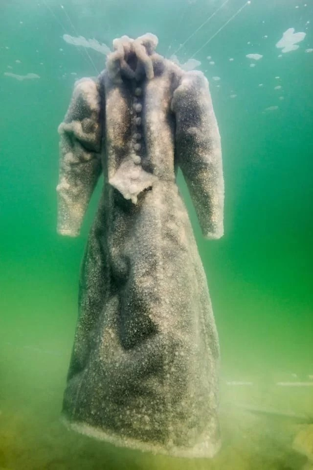 robe-sel-sculpture-mer-morte-06