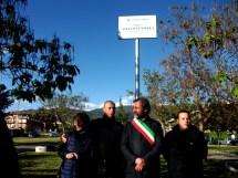 L'inaugurazione del Parco Gunnella con il Sindaco Petrangfeli ed a,lcuni parenti del Capo Partigiano Angelo