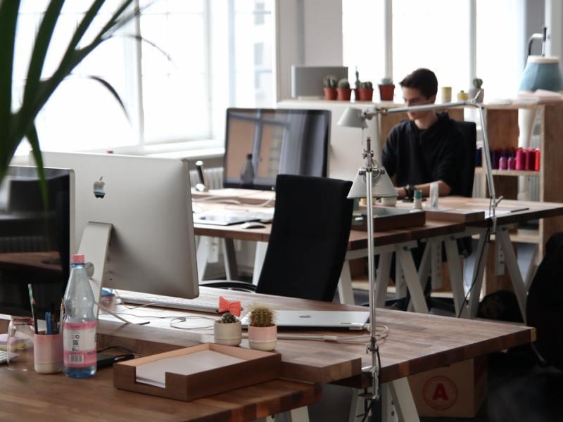 Persone in ufficio - Costo del lavoro, come ottimizzare il costo del personale
