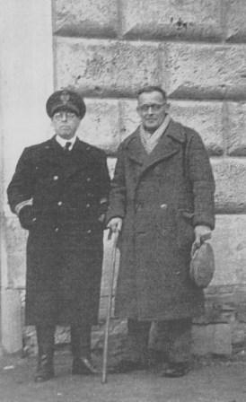 Il Commissario del Campo di Internamento di Urbisaglia con Rudolf Bratuz.