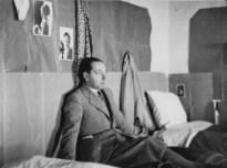 Renzo Bonfiglioli nella sua stanza all'ultimo piano di Villa iustiniani Bandini