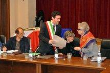 Il Sindaco Paolo Giubileo conferisce la cittadinanza onoraria a Helga Feldner