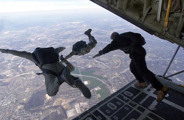 parachute-704416_640