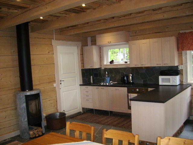 Kök i stora timmerhärbret hos Flottargården i Valsjöbyn